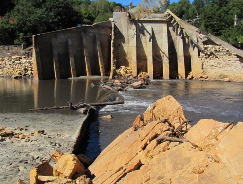 Lake Delhi Dam Iowa 2010 Case Study Asdso Lessons