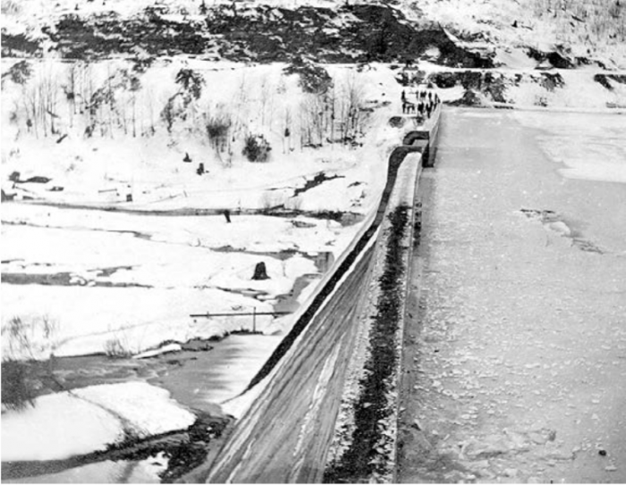 Bulging of dam crest east of spillway observed in January 1910. The uplift pressures caused layers of the foundation rock to slide on each other, resulting in the dam bulge (Courtesy of the Potter County Historical Society).